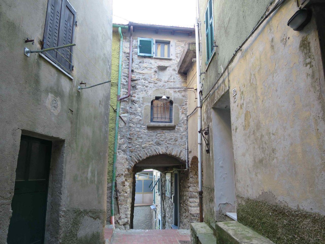 Santo Stefano Magra – Grazioso terratetto nel borgo di Ponzano Superiore
