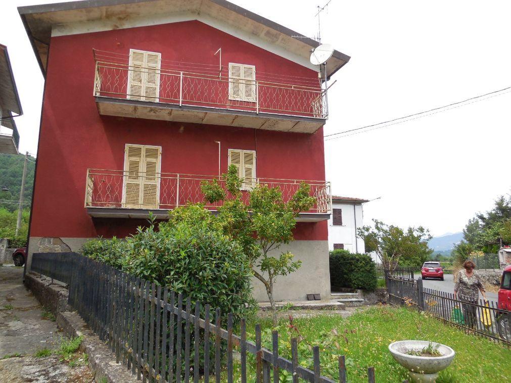 Fivizzano – Casa indipendente su 3 livelli con giardino