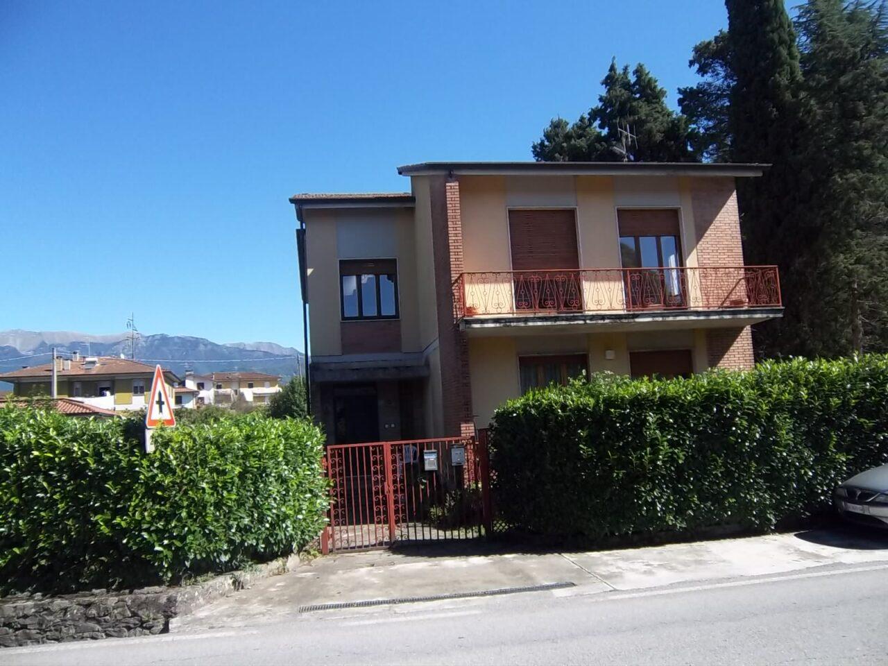 Villa indipendente con 2 appartamenti