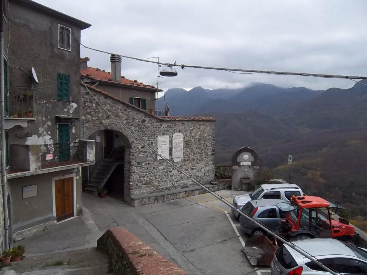 Terratetto da ristrutturare nell'antico borgo di Pulica