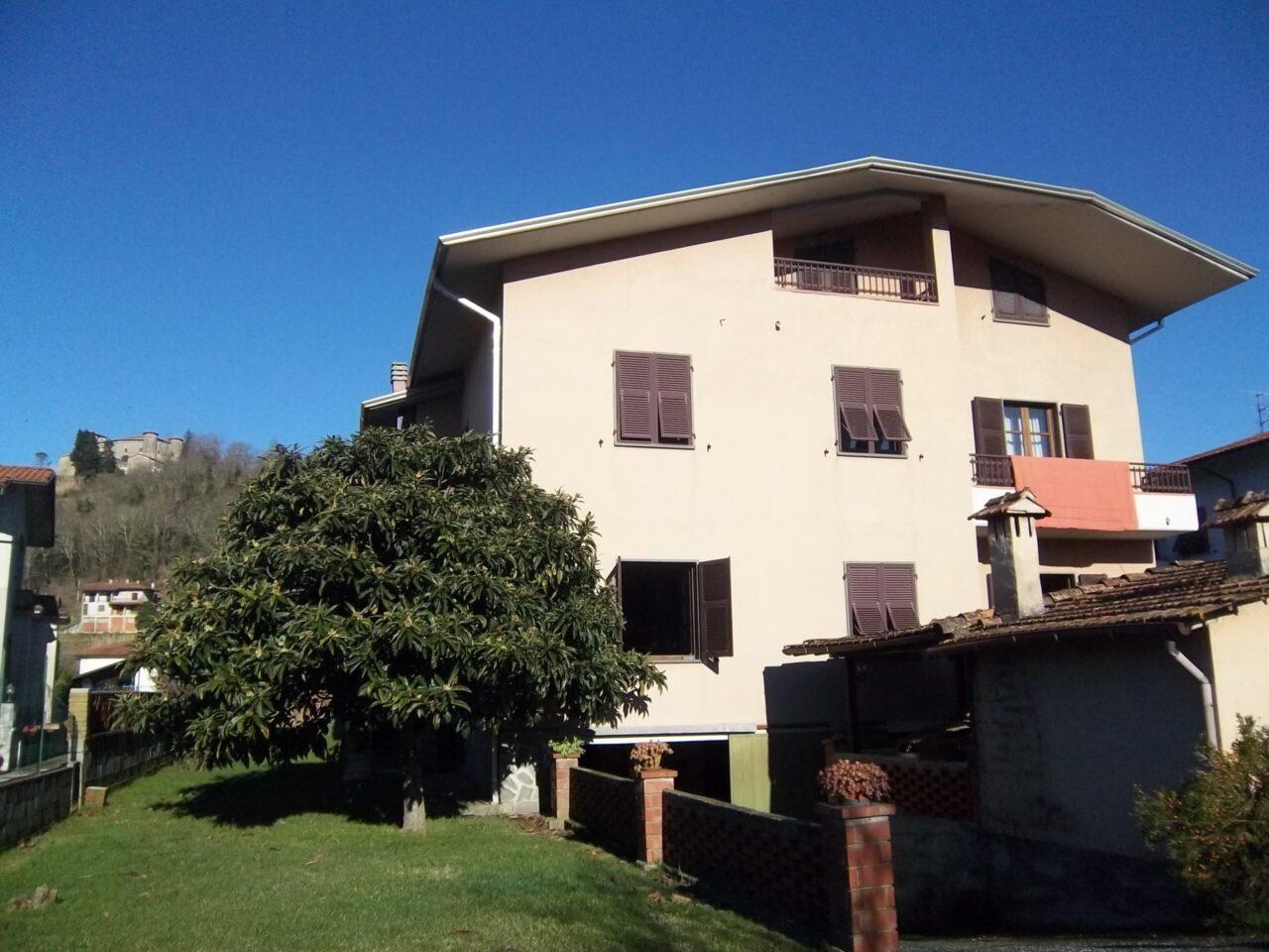 Grande villa con 2 appartamenti e giardino