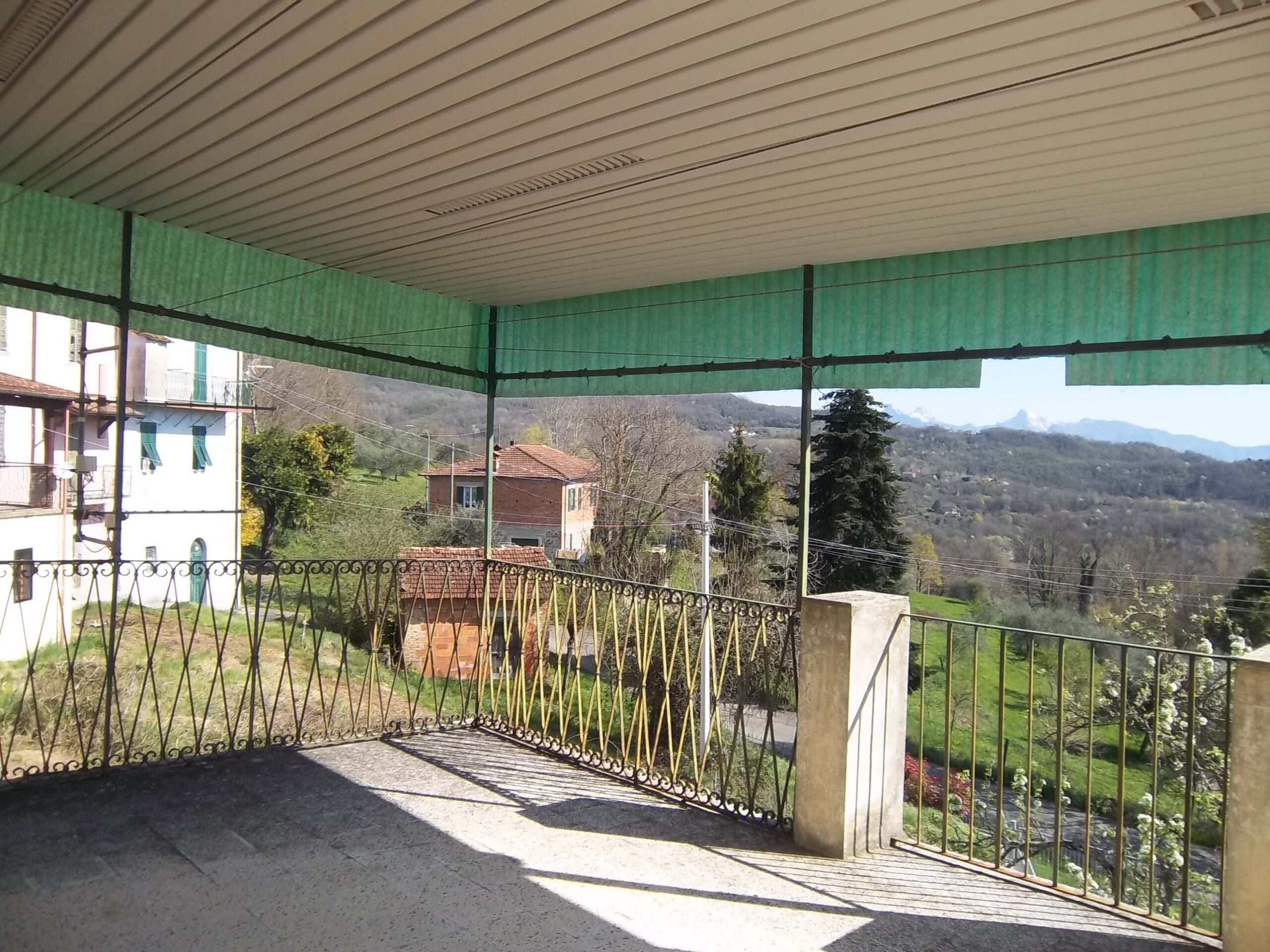 Casa con ampia terrazza