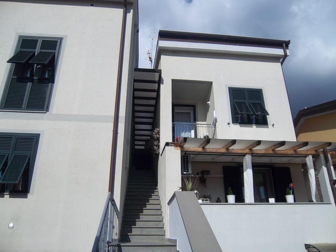 Santo Stefano Magra – Appartamento su 2 livelli in recente costruzione