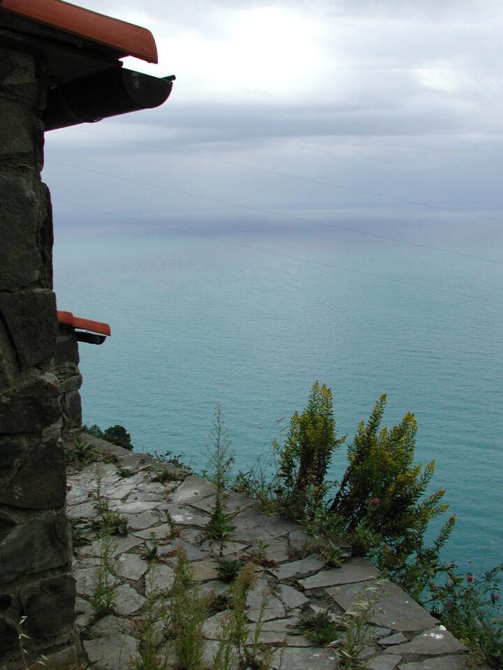 Il rustico tra cielo e mare