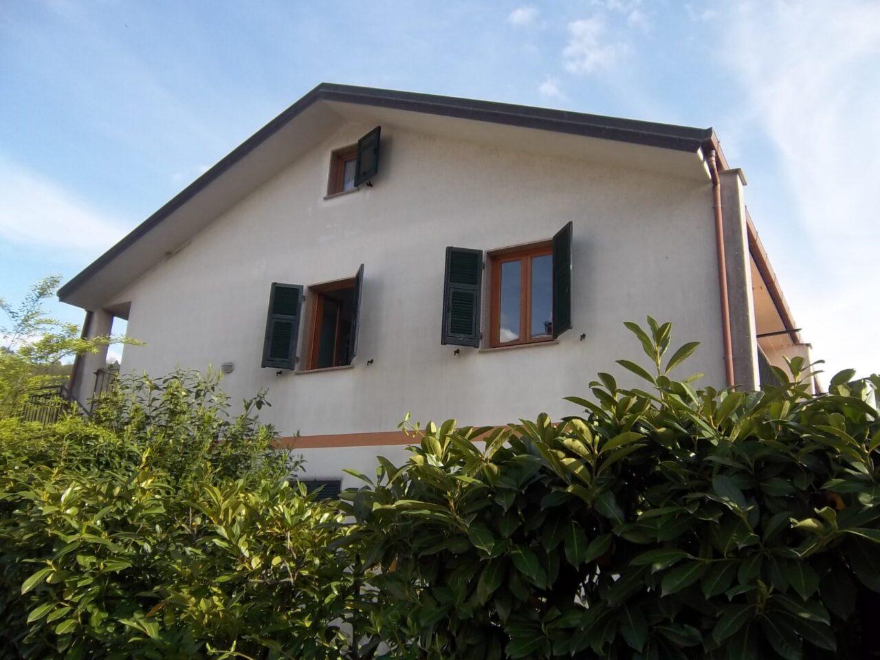 Sesta Godano – Appartamento arredato in complesso di villette a schiera